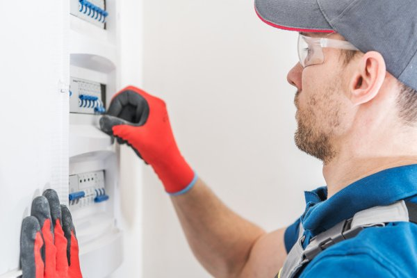 Commercial Electrician - Electrician Fuse Box - JAH Electrical Services
